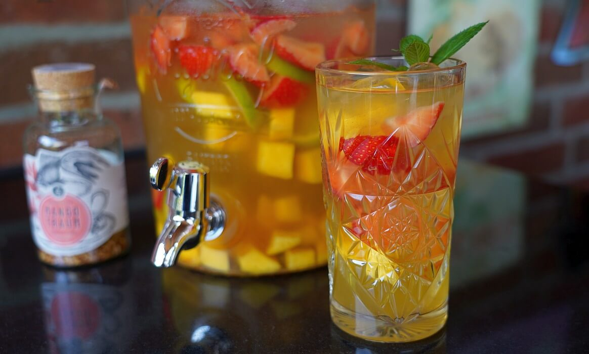 Bowle alkoholfrei -Alkoholfreie Bowle Mango Erdbeere-