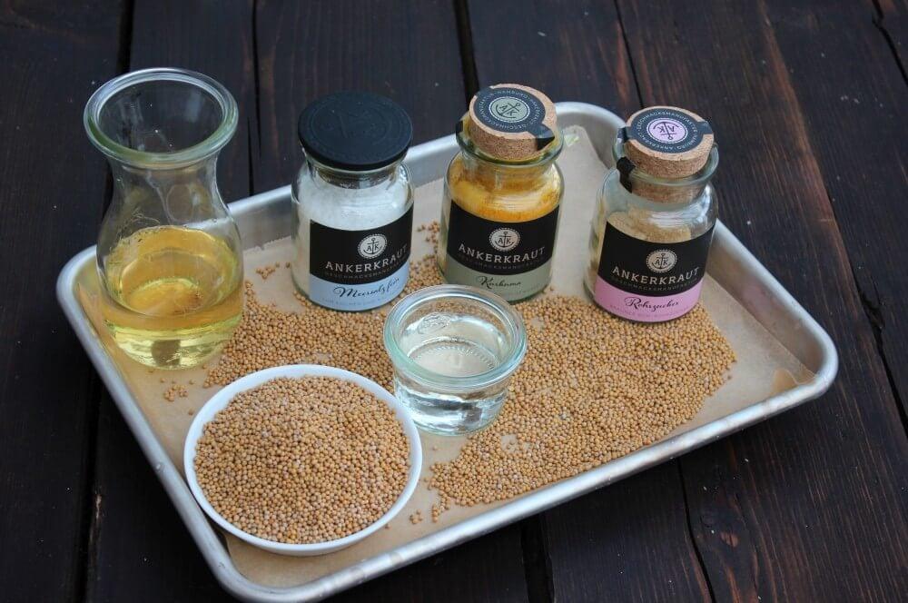 Senf selber machen: Alle Zutaten auf einen Blick senf selber machen-Senf selber machen 01-Senf selber machen – Anleitung & Rezept für feinen & groben Senf