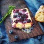 Geplankter Feta gegrillter feta-Gegrillter Feta Kaese Planke Blaubeeren 150x150-Gegrillter Feta Käse mit Blaubeeren von der Planke