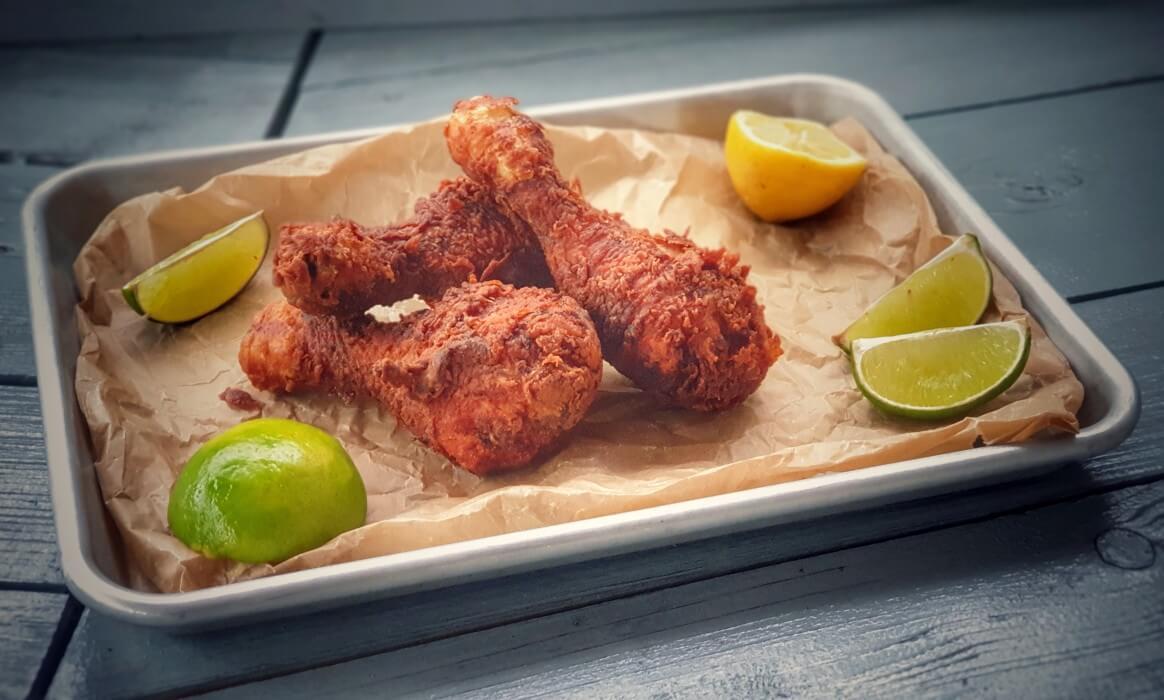 Frittierte Hähnchenschenkel -KFC Chicken frittierte Haehnchenschenkel-