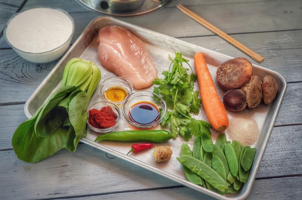 Alle Zutaten für rotes Thai Curry auf einen Blick rotes thai curry-Rotes Thai Curry Wok 01-Rotes Thai Curry aus dem Wok