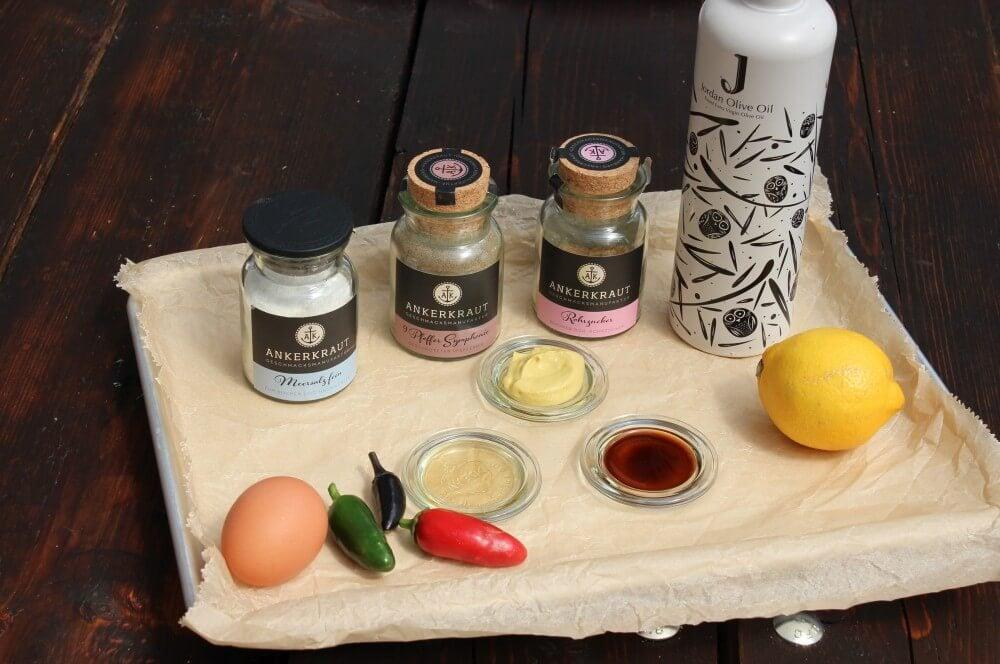 Alle Zutaten für Chili-Mayonnaise auf einen Blick chili-mayonnaise-Chili Mayonnaise 01-Chili-Mayonnaise – Rezept für selbstgemachte Mayo mit Jalapeños