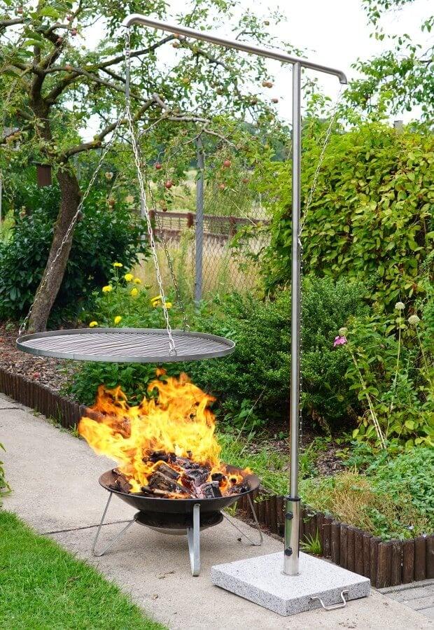 Dem Grillgalgen wird ordentlich eingeheizt schwenkgrill-Schwenkgrill Grillgalgen Grillrost 08-Schwenkgrill / Grillgalgen von Grillrost.com im Test