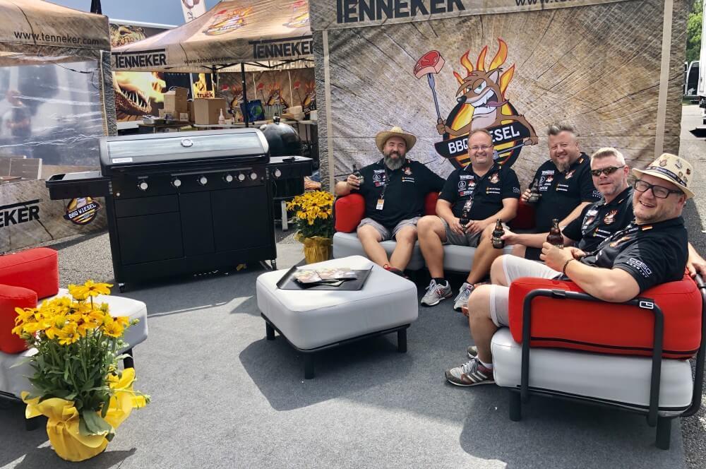 Die BBQ Wiesel sind bereit für den Wettkampf deutsche grillmeisterschaft 2019-Deutsche Grillmeisterschaft 2019 Dritter Platz BBQ Wiesel 01-Deutsche Grillmeisterschaft 2019 – 3.Platz mit den BBQ Wieseln