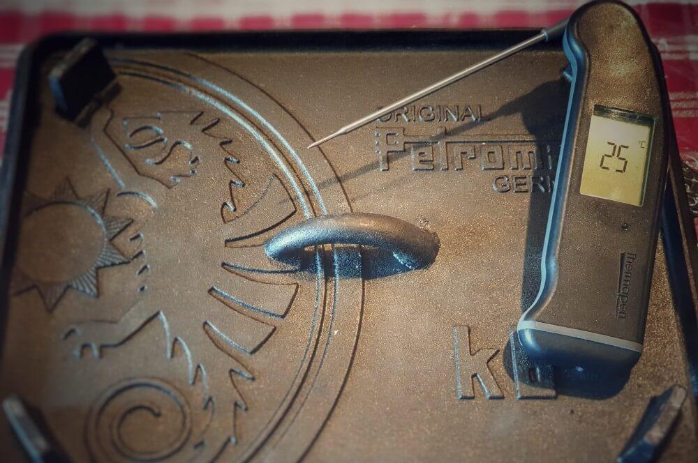 Die Teiglinge gehen für 90 Minuten in der Kastenform slider buns-Slider Burger Buns Mini Hamburgerbr C3 B6tchen 03-Slider Buns – Rezept für Mini Burger Brötchen slider buns-Slider Burger Buns Mini Hamburgerbr C3 B6tchen 03-Slider Buns – Rezept für Mini Burger Brötchen