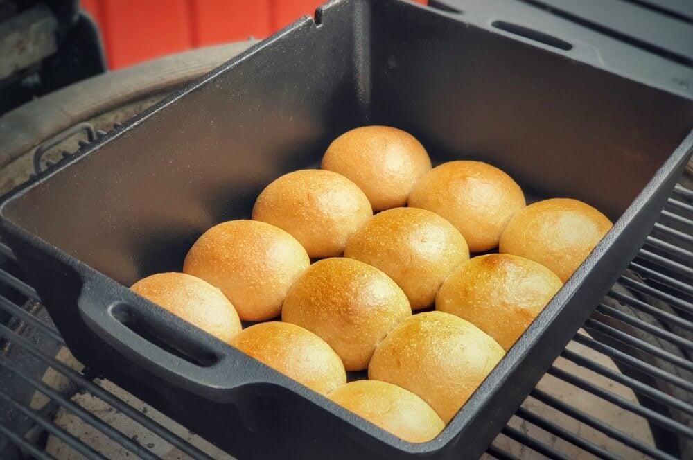 Slider Buns aus der Petromax Kastenform K8 slider buns-Slider Burger Buns Mini Hamburgerbr C3 B6tchen 04-Slider Buns – Rezept für Mini Burger Brötchen