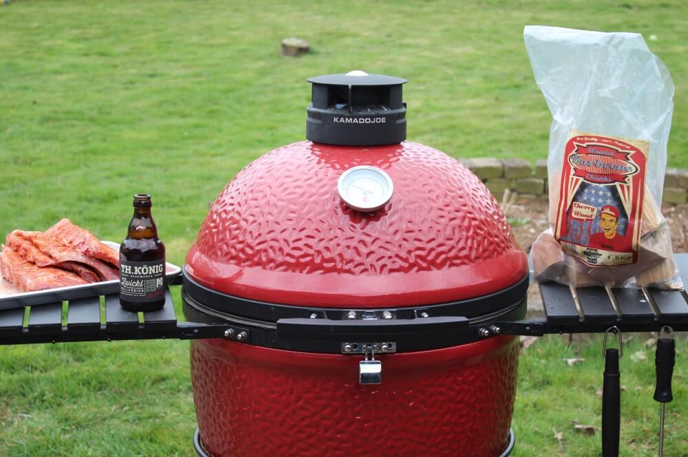 Die Rippchen werden mit Cherry Wood Chunks geräuchert kellerbier spare ribs-Kellerbier Spare Ribs 04-Kellerbier Spare Ribs mit Bier-BBQ-Sauce