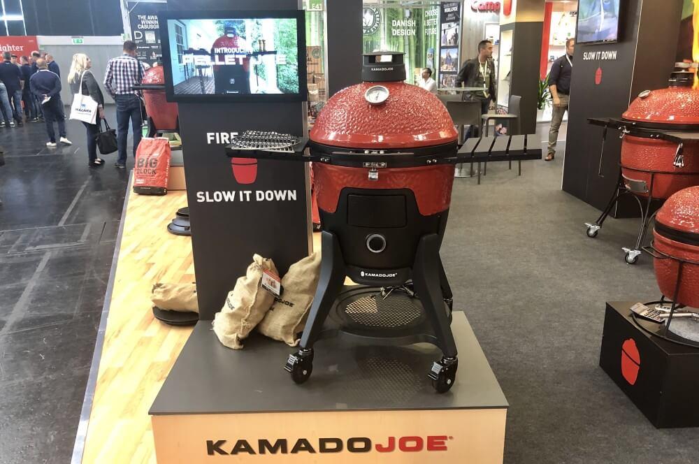 Grill-Neuheiten 2020: Pellet Joe - Keramikgrill mit Pelletbetrieb grill-neuheiten 2020-Grill Neuheiten 2020 01 Spoga 2019 Pellet Joe Kamado Joe-Grill-Neuheiten 2020 – Die heißesten Grilltrends der Spoga