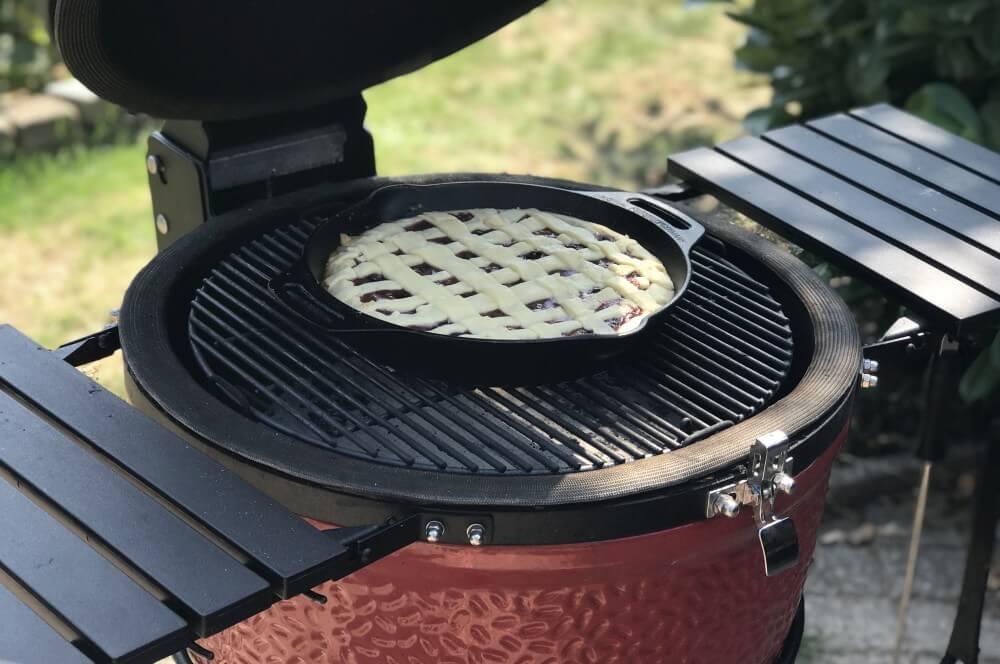 Der Zwetschgenkuchen wird für 40-50 Minuten bei 180°C gebacken zwetschgenkuchen-Zwetschgenkuchen Rezept 05-Zwetschgenkuchen aus der Feuerpfanne