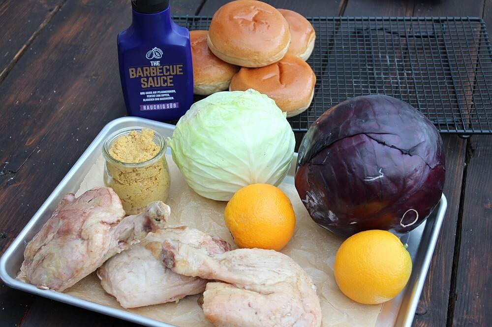 Alle Zutaten für den Pulled Duck Burger auf einen Blick pulled duck burger-Pulled Duck Burger 01-Pulled Duck Burger mit gebratenem Kohl und Orangen