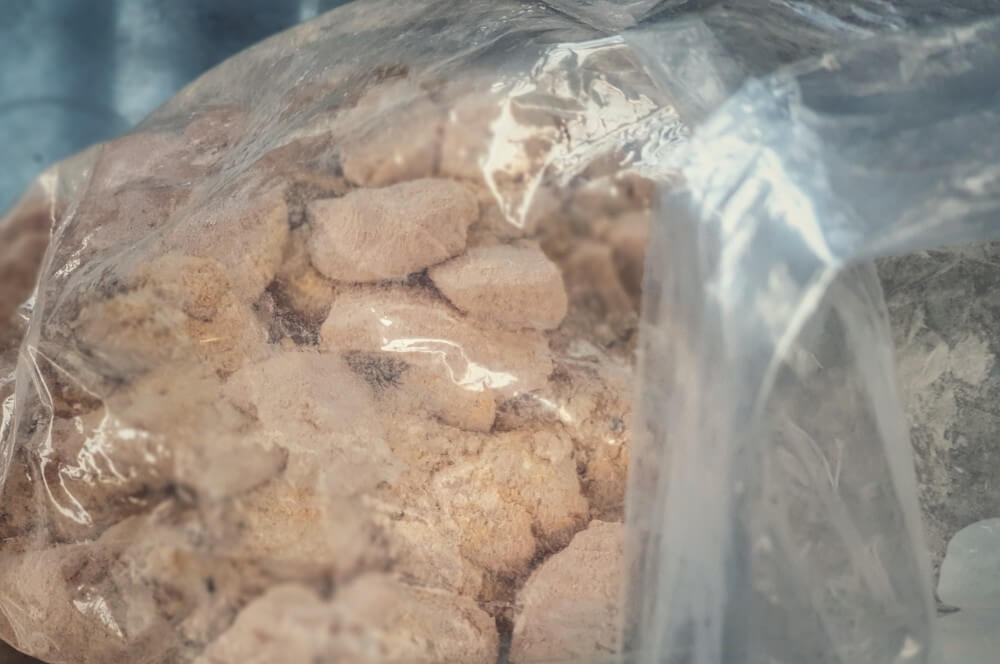 Die Langustenstücke werden paniert langusten-nuggets-Langusten Nuggets 02-Frittierte Langusten-Nuggets aus dem Dutch Oven