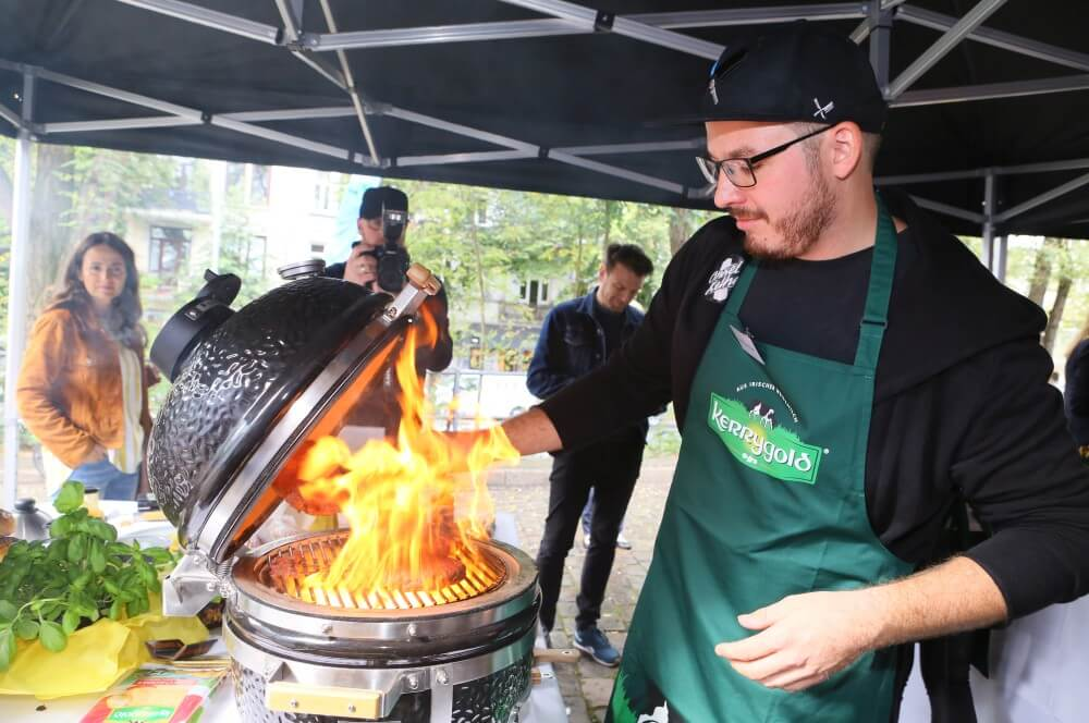 Heiße Action am Grill kerrygold cheddar burger challenge 2019-Kerrygold Cheddar Burger Challenge 2019 Finale 05-Kerrygold Cheddar Burger Challenge 2019 – Das Finale