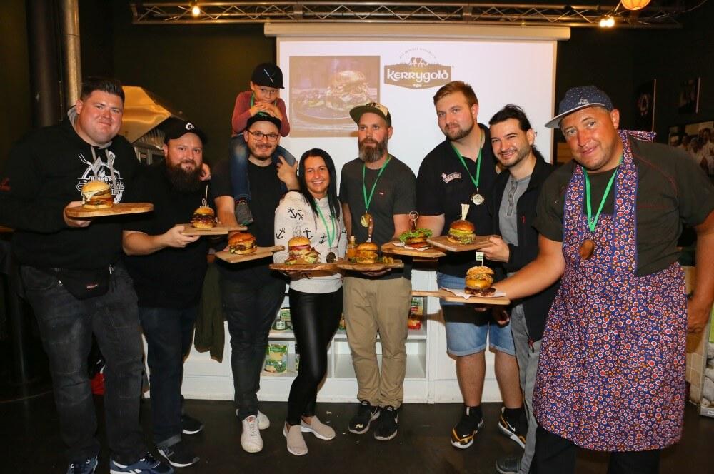 Alle 8 Finalisten mit ihren Cheddar Burgern kerrygold cheddar burger challenge 2019-Kerrygold Cheddar Burger Challenge 2019 Finale 11-Kerrygold Cheddar Burger Challenge 2019 – Das Finale