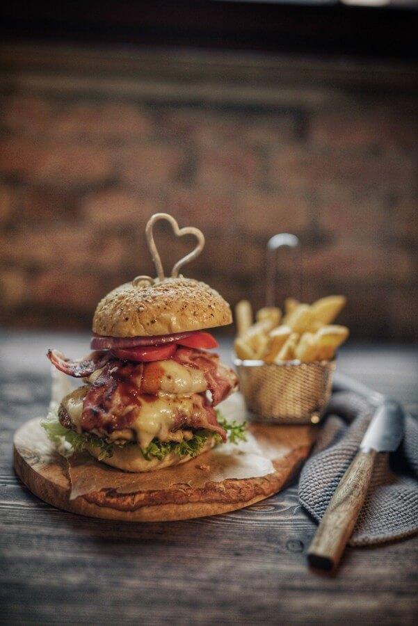 Der Smashed Mango Double Cheeseburger von Katrin Falk kerrygold cheddar burger challenge 2019-Kerrygold Cheddar Burger Challenge 2019 Finale Burger07-Kerrygold Cheddar Burger Challenge 2019 – Das Finale