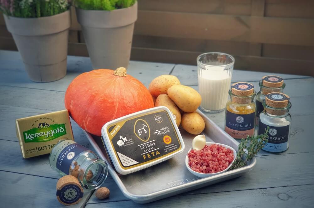 Alle Zutaten für das Kürbis-Gratin auf einen Blick kürbis-gratin-Kuerbis Gratin Feta Kartoffeln 01-Kürbis-Gratin mit Feta und Kartoffeln
