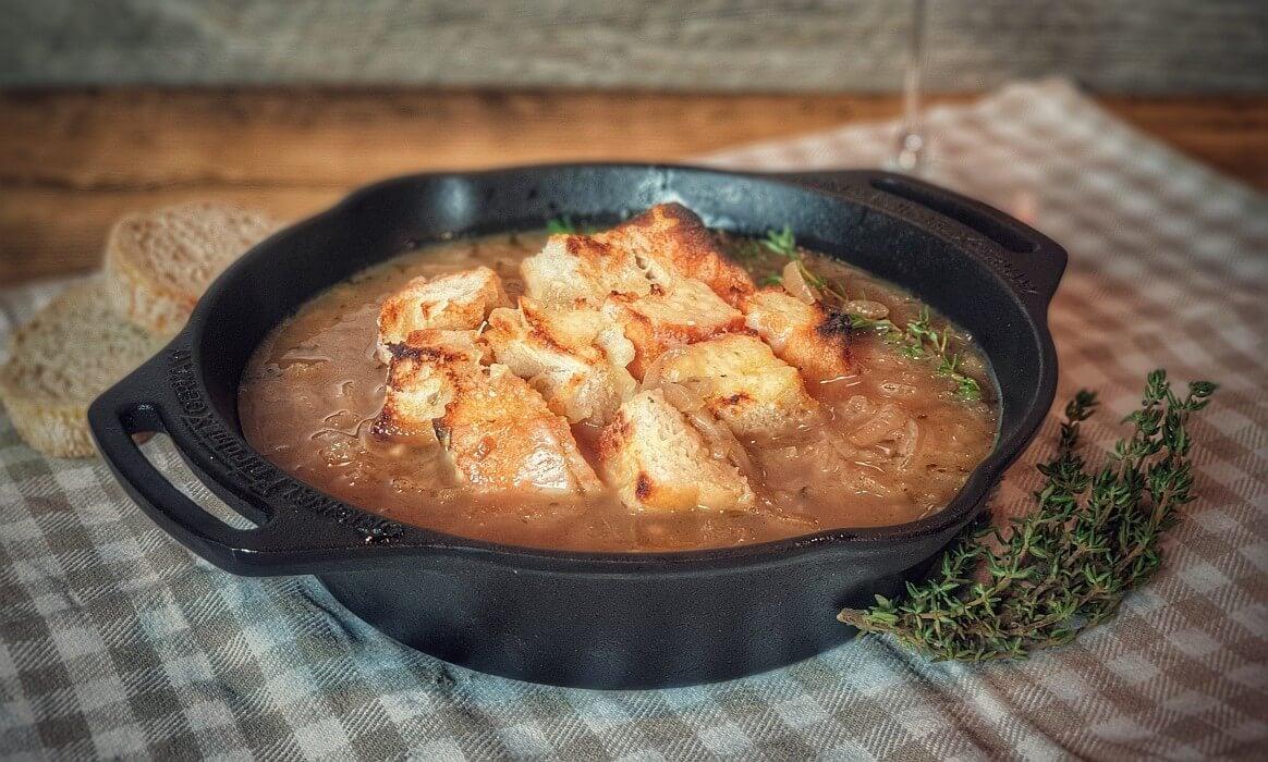 Zwiebelsuppe zwiebelsuppe-Zwiebelsuppe Dutch Oven-Zwiebelsuppe nach französischer Art zwiebelsuppe-Zwiebelsuppe Dutch Oven-Zwiebelsuppe nach französischer Art