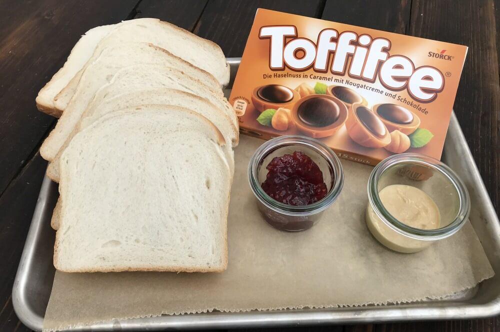 Alle Zutaten für das Peanut Butter Toffifee Sandwich auf einen Blick peanut butter toffifee sandwich-Peanut Butter Toffifee Sandwich 01-Peanut Butter Toffifee Sandwich