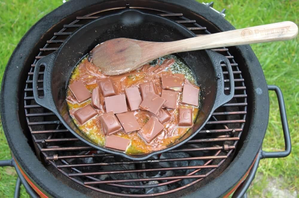 Butter und Schokolade werden geschmolzen s'mores-dip-Smores Dip 02-S'Mores Dip – Die unverschämt süße Leckerei aus den USA
