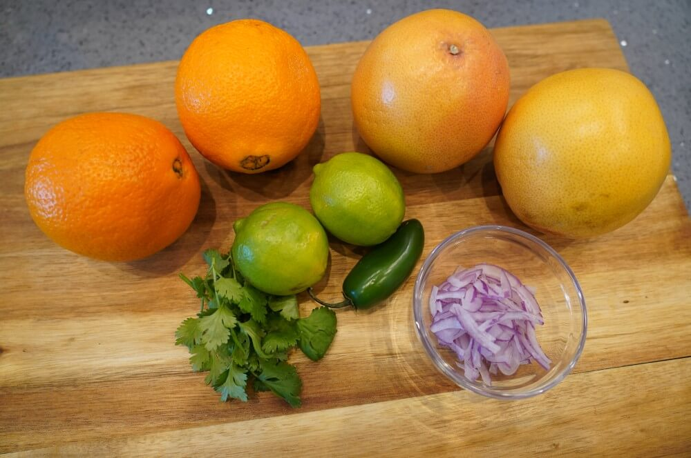 Alle Zutaten für die Zitrus-Salsa auf einen Blick zitrus-salsa-Zitrus Salsa 01-Zitrus-Salsa mit Orangen, Grapefruits und Limetten