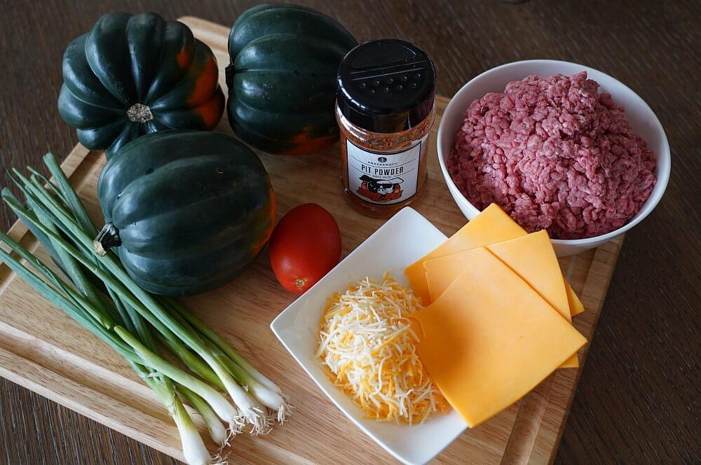 Alle Zutaten für gefüllten Kürbis auf einen Blick gefüllter kürbis-Gefuellter Kuerbis mit Hackfleisch Cheddar 01-Gefüllter Kürbis mit Hackfleisch und Cheddar