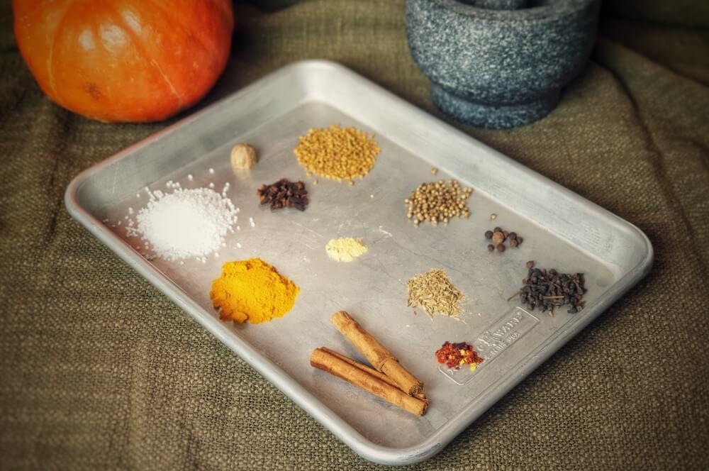 Alle Zutaten für das Kürbis-Gewürz auf einen Blick kürbis-gewürz-Kuerbis Gewuerz Pumpkin Spice 01-Kürbis-Gewürz (Pumpkin Spice) selber machen