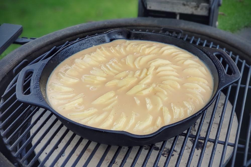 Apfelkuchen mit Marzipanguss auf dem Kamado Joe apfelkuchen mit marzipanguss-Apfelkuchen mit Marzipanguss 03-Apfelkuchen mit Marzipanguss