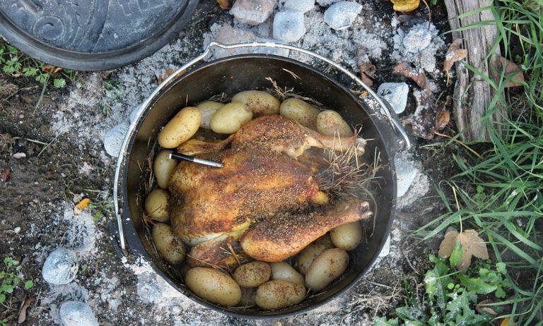 Hähnchen im Heu aus dem Dutch Oven