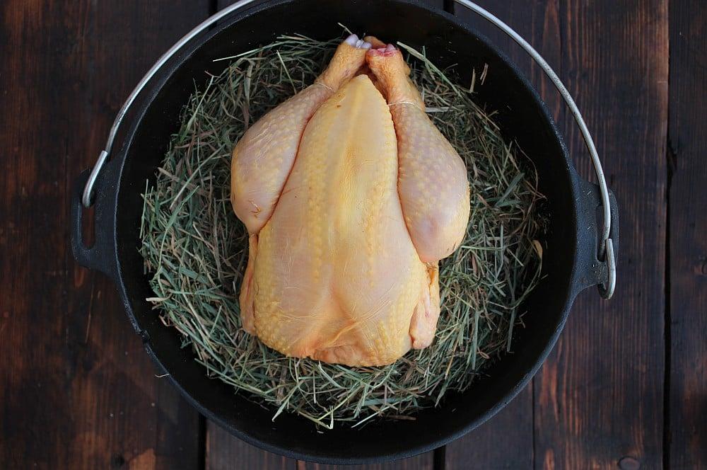 Label Rouge Maishähnchen von Albers Food hähnchen im heu-Haehnchen im Heu Dutch Oven 01-Hähnchen im Heu aus dem Dutch Oven