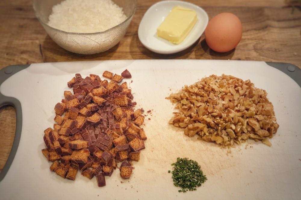 Die Zutaten für die Lebkuchenkruste werden vorbereitet iberico secreto mit lebkuchenkruste-Iberico Secreto Lebkuchenkruste 02-Iberico Secreto mit Lebkuchenkruste