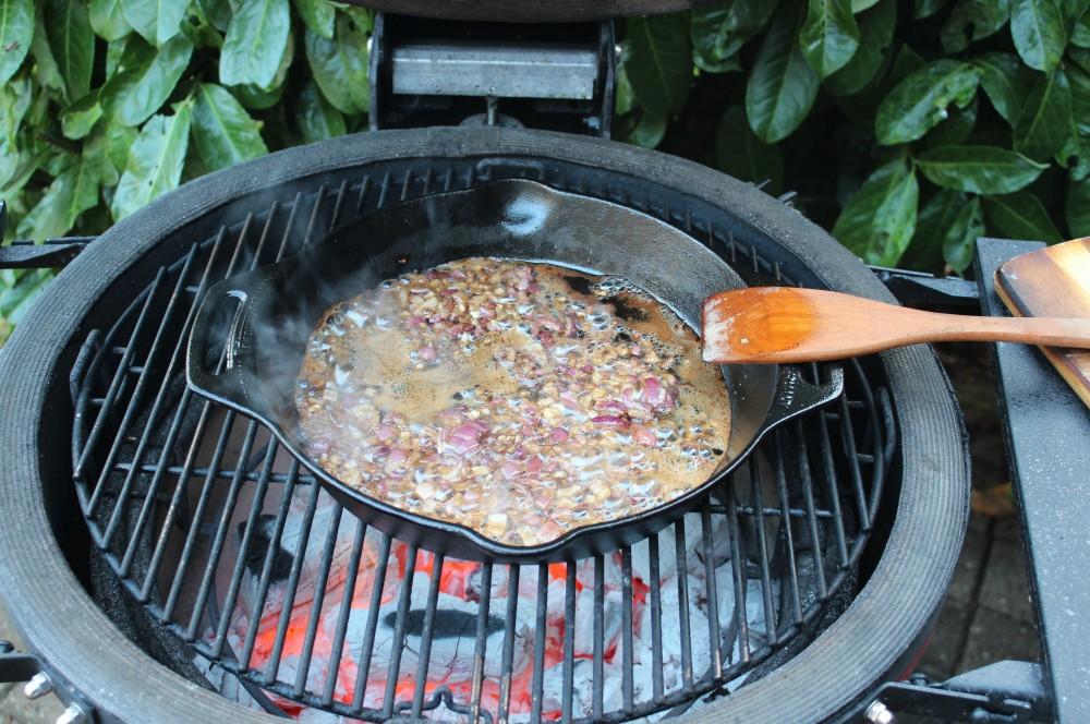 Die Glühweinsauce wird zubereitet entenbrust mit glühweinsauce-Ente Entenbrust Gluehweinsauce 03-Entenbrust mit Glühweinsauce