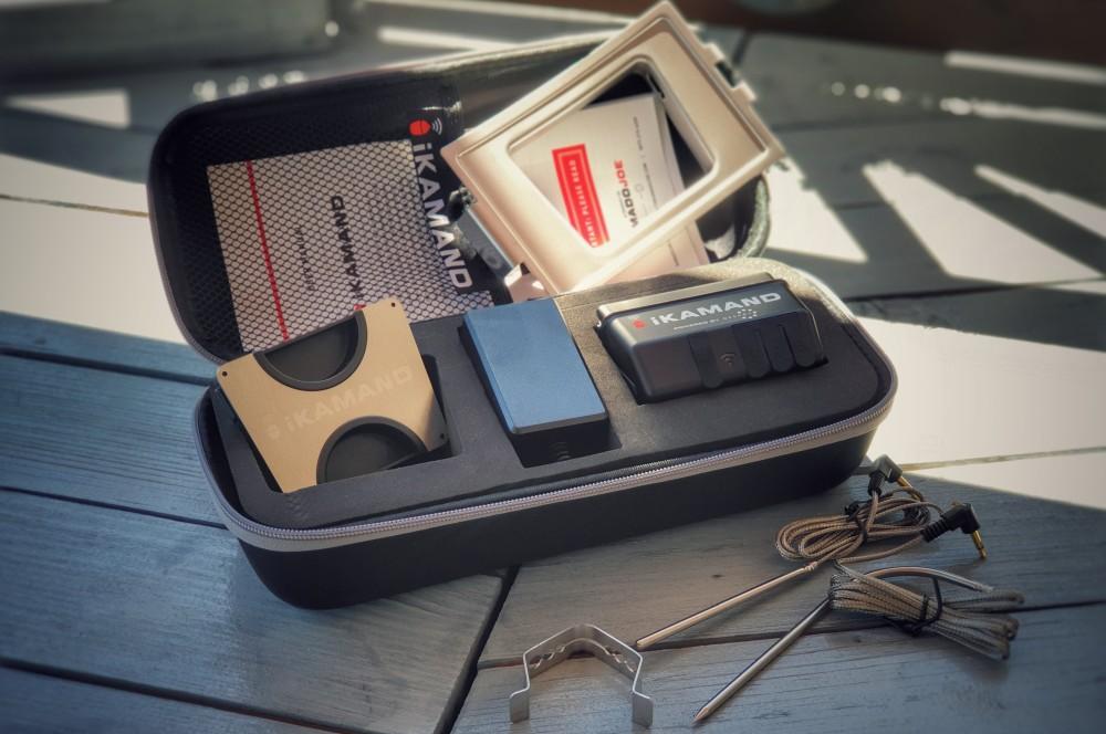 Der iKamand wird in einer aufgeräumten Box geliefert ikamand-iKamand Temperatursteuerung Kamado Joe 02-iKamand Temperatursteuerung für Kamado Joe Keramikgrills