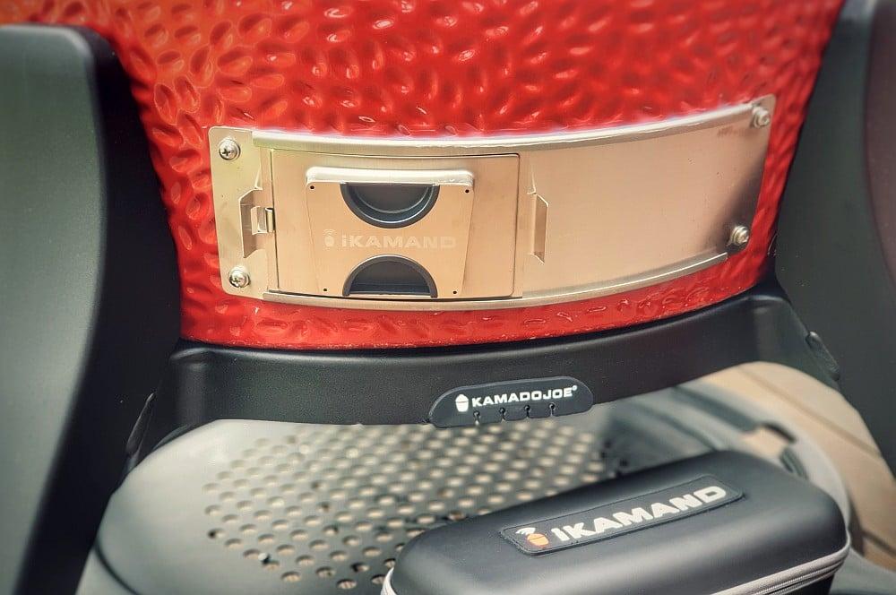Die Verschlussklappe auf dem Adapterblech ikamand-iKamand Temperatursteuerung Kamado Joe 04-iKamand Temperatursteuerung für Kamado Joe Keramikgrills