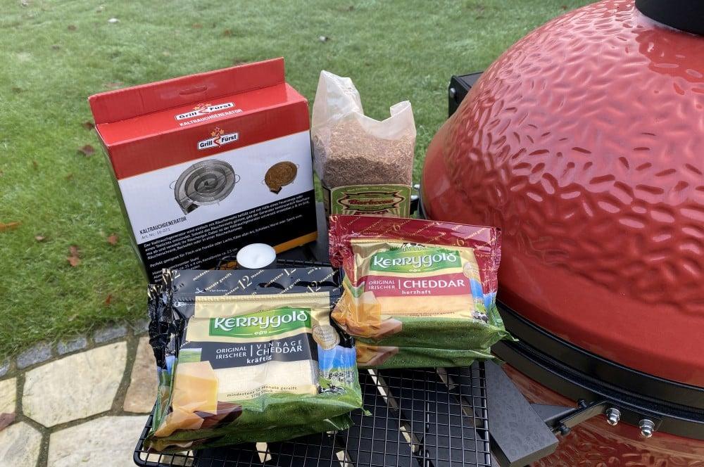 Alle Zutaten für geräucherten Käse auf einem Blick käse räuchern-Kaese raeuchern geraeucherter Kaese 01-Käse räuchern – Geräucherten Käse selber machen