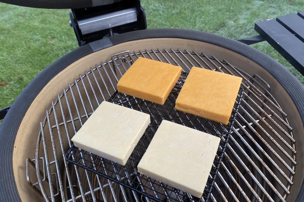 Käse räuchern auf dem Kamado Joe käse räuchern-Kaese raeuchern geraeucherter Kaese 05-Käse räuchern – Geräucherten Käse selber machen