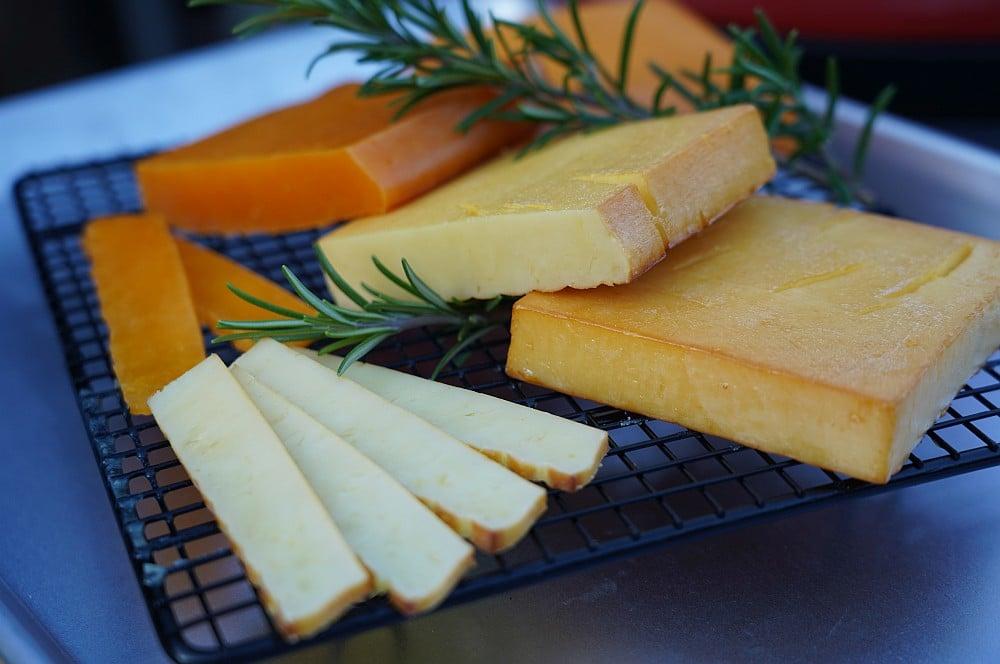 Käse räuchern ist nicht schwer käse räuchern-Kaese raeuchern geraeucherter Kaese 08-Käse räuchern – Geräucherten Käse selber machen