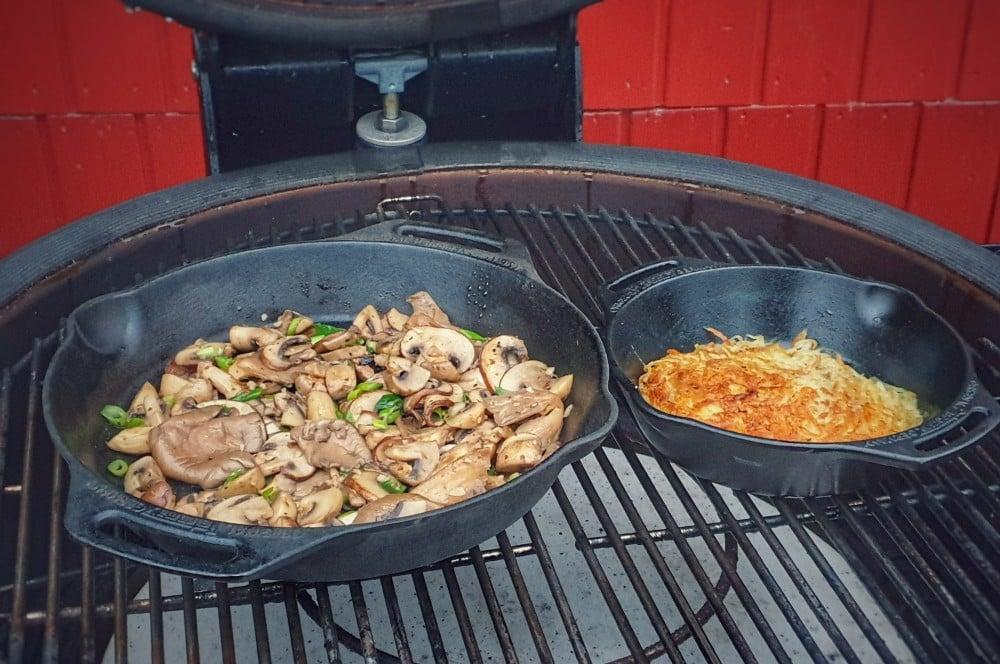 Rösti und Pilze werden gleichzeitig gegart schweizer rösti-Schweizer Roesti mit Pilzen 04-Schweizer Rösti mit Pilzen
