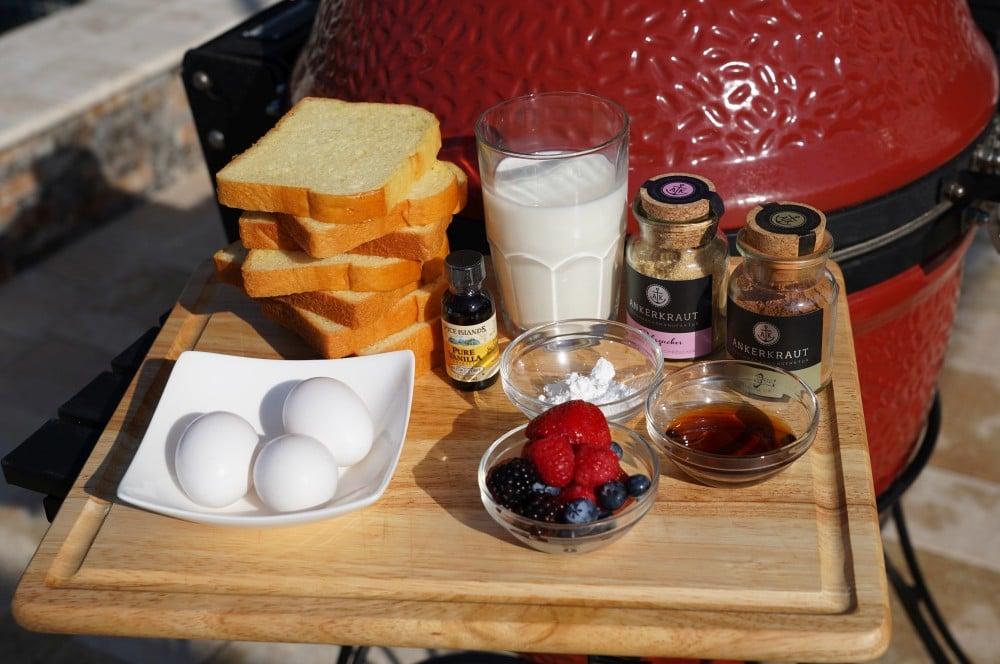 Все ингредиенты для французского тоста с первого взгляда французский тост-французский тост Бедный рыцарь 01-французский тост с фруктами & #8211; Бедный рыцарь по-американски