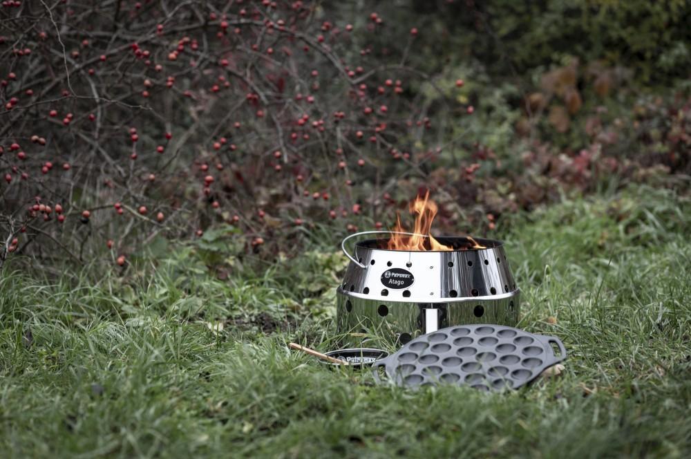 Die Poffertjespfanne ist in- und outdoortauglich petromax poffertjespfanne-Petromax Poffertjespfanne 04-Petromax Poffertjespfanne poff30 aus Gusseisen