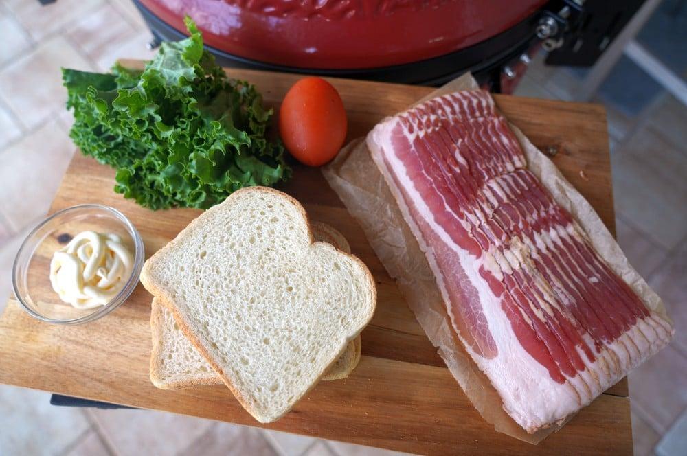 Alle Zutaten für das BLT-Sandwich auf einen Blick blt-sandwich-BLT Sandwich Bacon Lettuce Tomato 01-BLT-Sandwich (Bacon, Lettuce, Tomato)