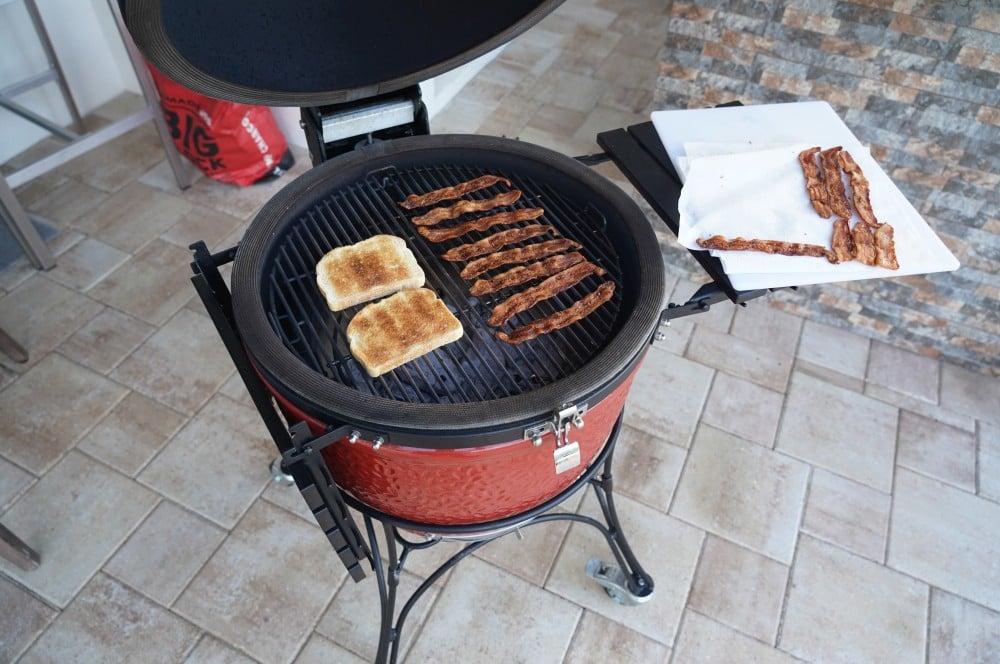 Brot und Bacon werden angeröstet blt-sandwich-BLT Sandwich Bacon Lettuce Tomato 02-BLT-Sandwich (Bacon, Lettuce, Tomato)
