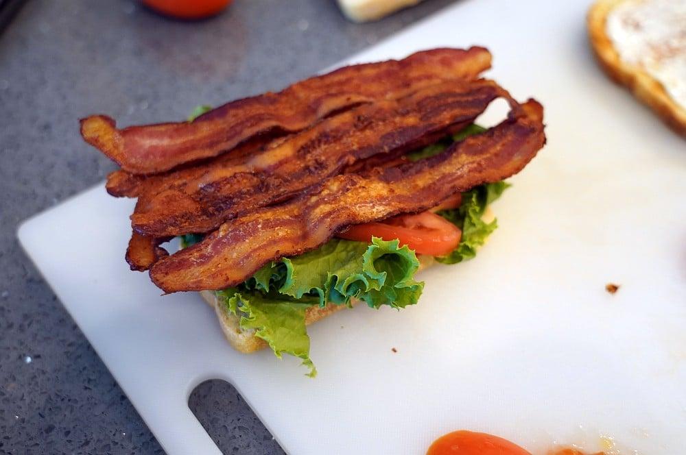 Das Sandwich wird belegt blt-sandwich-BLT Sandwich Bacon Lettuce Tomato 03-BLT-Sandwich (Bacon, Lettuce, Tomato)