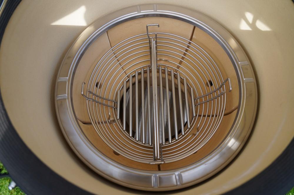Praktischer Holzkohlekorb im Kamado Joe Classic III  kamado joe classic iii-Kamado Joe Classic III Keramikgrill Test 05-Kamado Joe Classic III Keramikgrill im Test