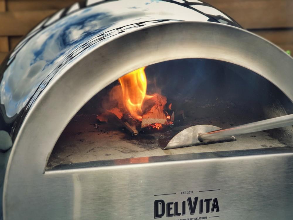 Prod and Blow Tool zum Anheizen und Verschieben des Holzes delivita holzbackofen-Delivita Holzbackofen 09-DELIVITA Holzbackofen – Mehr als nur ein Pizzaofen