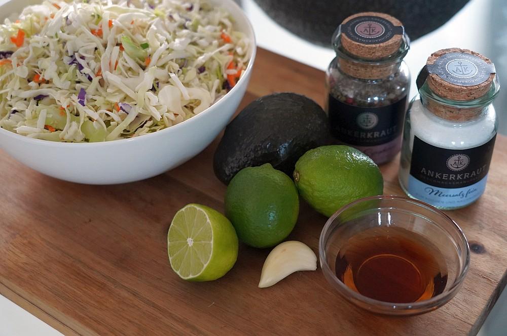 Alle Zutaten für den Avocado Slaw auf einen Blick avocado slaw-Avocado Slaw Krautsalat Coleslaw 01-Avocado Slaw – Krautsalat mit Avocado-Dressing