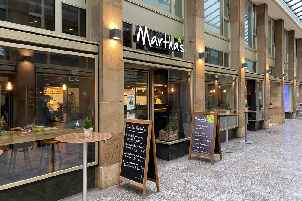 Marthas Stuttgart in der Königsbau Passage marthas stuttgart-Marthas Stuttgart Pastrami Sandwich 01-Marthas Stuttgart – Slow Food, Pastrami-Sandwich und mehr