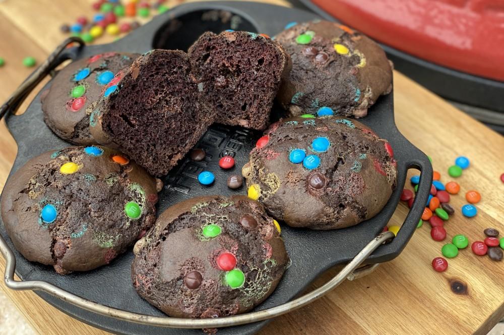 Fluffige Schoko-Muffins  schoko-muffins-Schoko Muffins Schokolinsen 05-Schoko-Muffins mit Schokolinsen