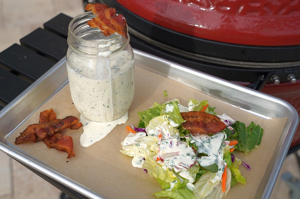 Buttermilch-Bacon-Dressing auf gemischtem Salat buttermilch-bacon-dressing-Buttermilch Bacon Dressing 03-Buttermilch-Bacon-Dressing
