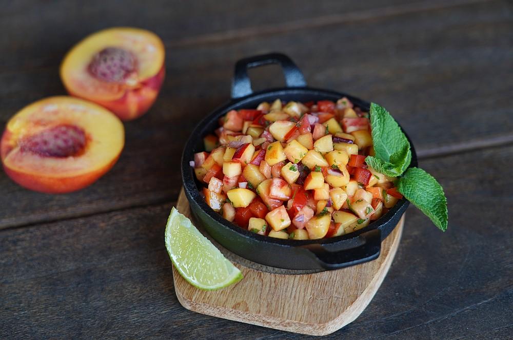 Die Nektarinen-Salsa ist ein perfekter Begleiter zu gegrilltem Fisch nektarinen-salsa-Nektarinen Salsa 03-Nektarinen-Salsa mit Paprika, Minze und Limette