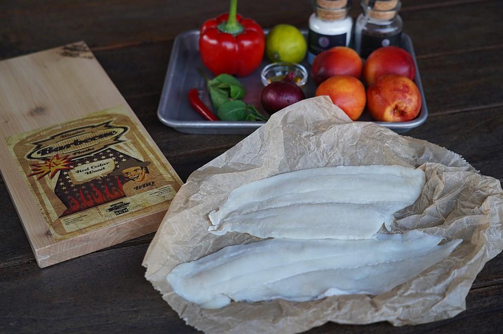 Alle Zutaten für das geplankte Schollenfilet auf einen Blick geplanktes schollenfilet-Geplanktes Schollenfilet Nektarinensalsa 01-Geplanktes Schollenfilet mit Nektarinen-Salsa geplanktes schollenfilet-Geplanktes Schollenfilet Nektarinensalsa 01-Geplanktes Schollenfilet mit Nektarinen-Salsa