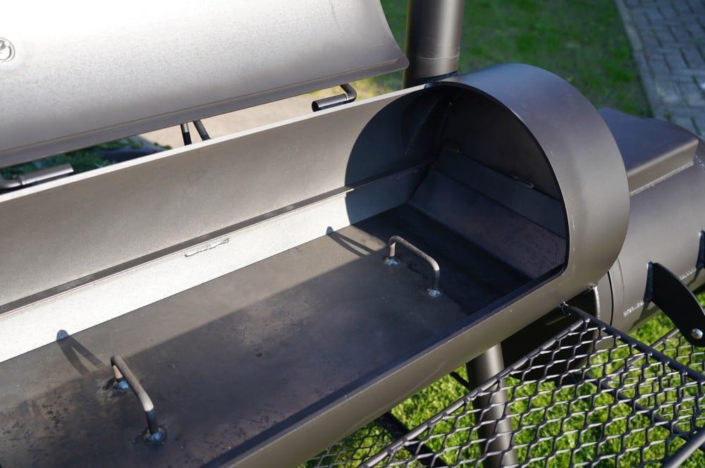 Das Hitzeleitblech der Reverse Flow Ausführung joe's barbeque smoker-Joes BBQ Smoker 16 Reverse Flow 07-Joe's Barbeque Smoker 16″ Reverse Flow im Test